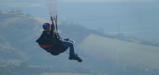 paraglider-115829_640